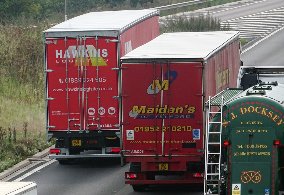 Hawkins Logistics Tiger Trailers curtainsider spot