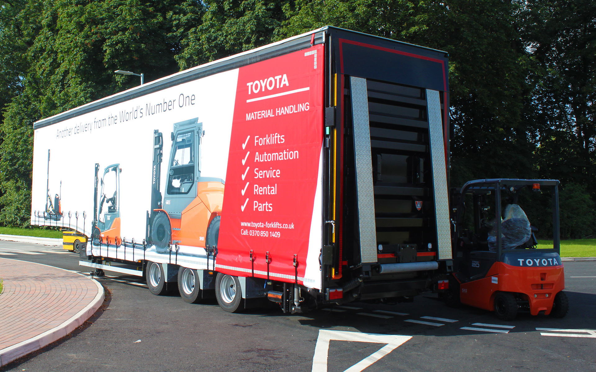 Products - specialist flatbed gas pallet bespoke manufacturer - XPO Logistics fork lift carrier Toyota