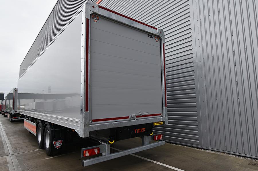 Rentals hire - photo trio - box van trailer 2