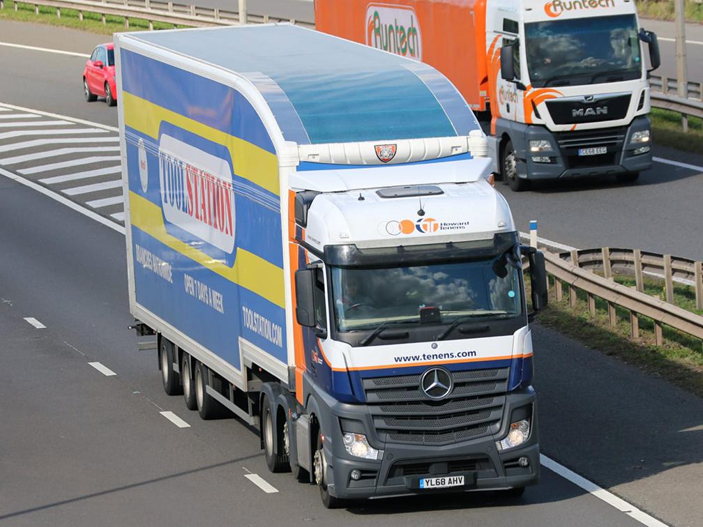 Toolstation Howard Tenens truck longer semi trailer LST - Tim Pickford photography