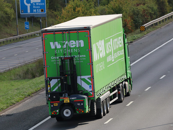 Wren Kitchens fixed double deck curtainside Tiger with Moffett - Tim Pickford