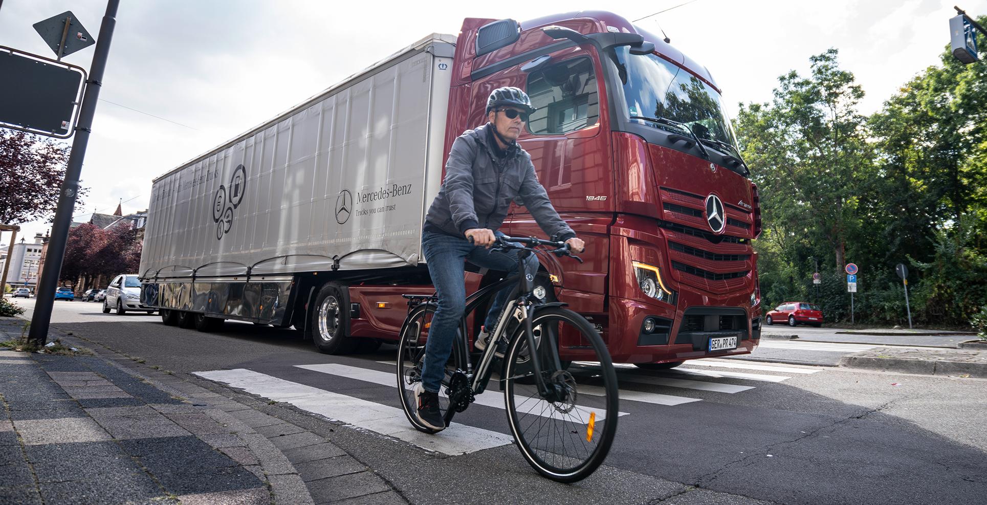 Hub - Direct Vision Standard DVS - Mercedes truck cyclist
