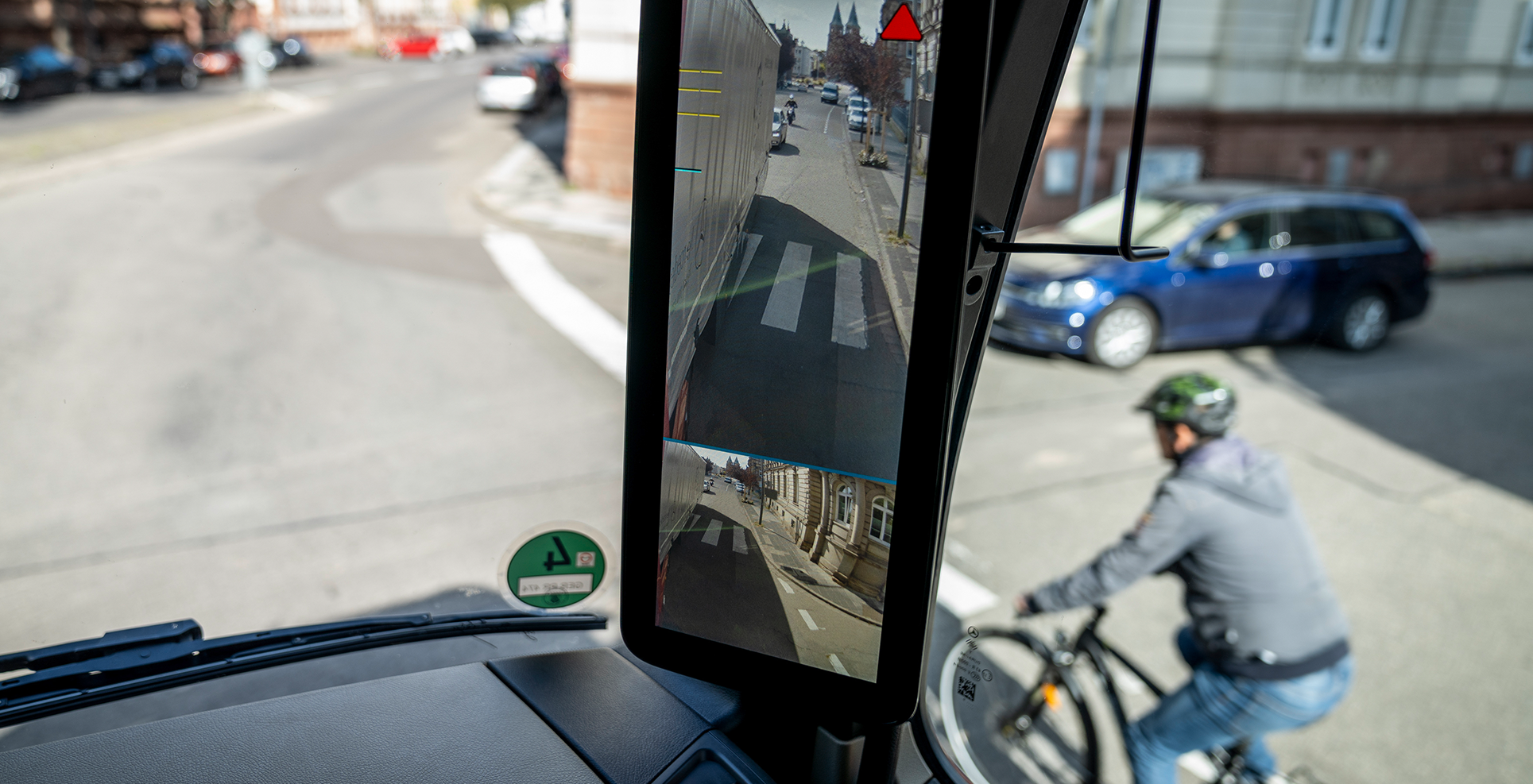 Mercedes MirrorCam Actros DVS cyclist safety