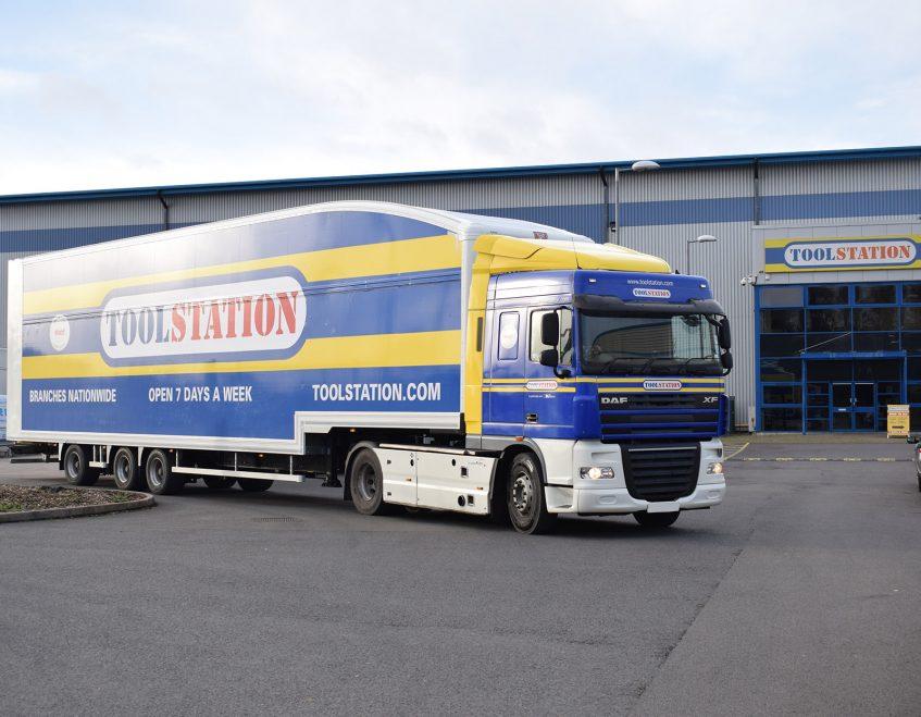 News - Longer semi trailer LST Howard Tenens 3PL logistics Tool Station DAF XF truck