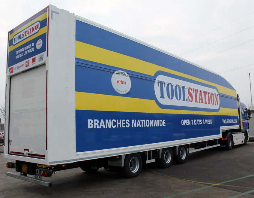 News - Longer semi trailer LST Howard Tenens 3PL logistics Tool Station DAF XF truck rear
