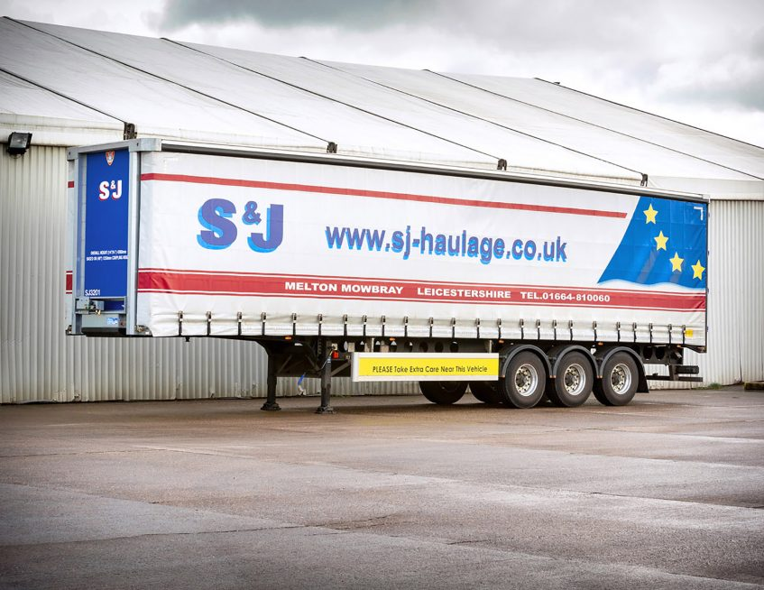 S&J Haulage European curtainsider - safety infills
