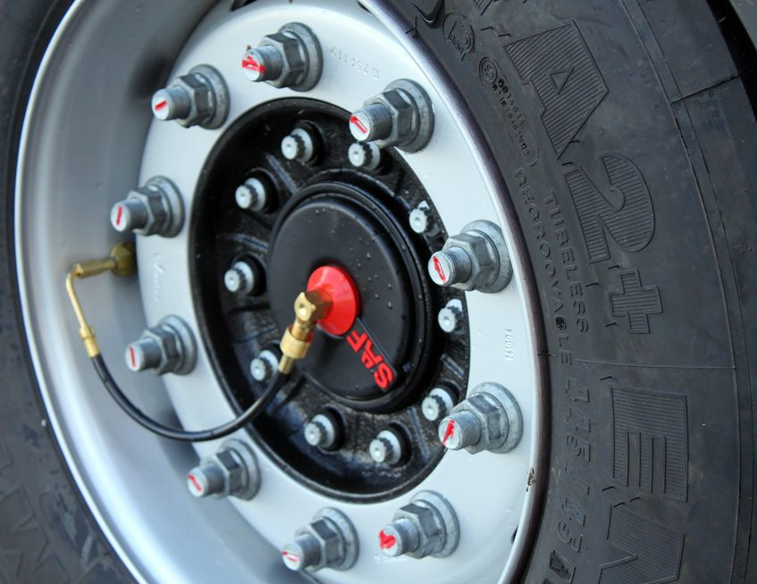 Dextra double deck curtainsider - SAF tyre TPMS